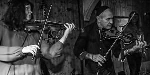 Ein Himmel voller Geigen: Maike und Joro AM FENSTER 1