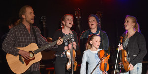 "Familien-Band(e): THE MILLER FAMILY light mit dem ""Letzten Hemd"" im neuen Gewand."